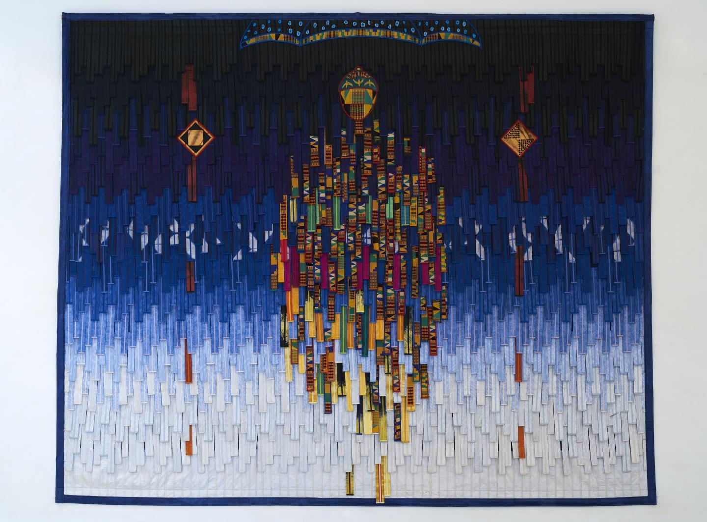 Abdoulaye Konaté, Ghana 1 kente, poids et couronne(Ghana 1 Kente: Weight & Crown), 2020,3.6× 2.9 m, textile. Courtesy: the artist andGallery 1957, Accra, Ghana