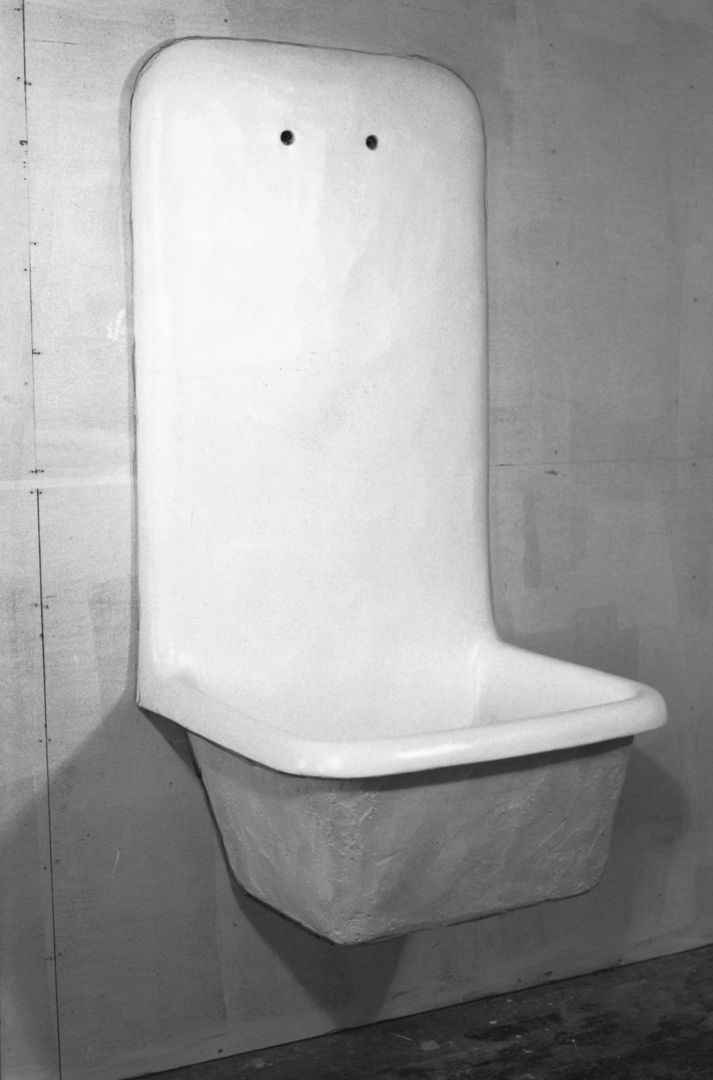 Robert Gober, The Silly Sink, 1985, plaster, wood, steel, wire lath, semi-gloss enamel paint, 160 × 84 × 74 cm. Courtesy: © Robert Gober and Matthew Marks Gallery; photograph: John D. Kramer