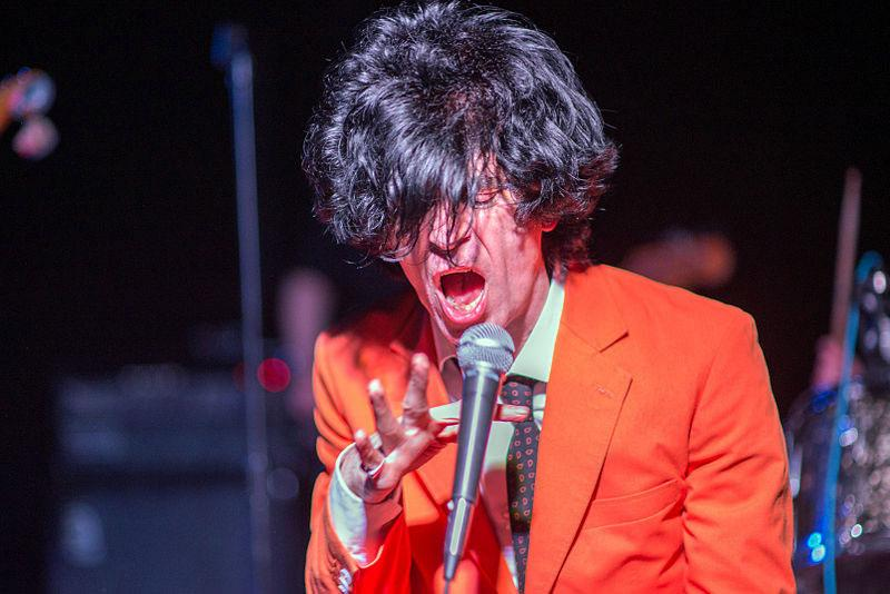Ian Svenonius performing with Chain and the Gang, 2014. Courtesy: Wikimedia Commons; photograph: Tristan Loper