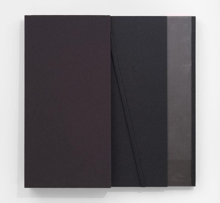 Jennie C. Jones,Deep Glissando, 2021, architectural felt, acoustic panel and acrylic on canvas, 122 × 122 × 13 cm.Courtesy: the artist and Alexander Gray Associates, New York
