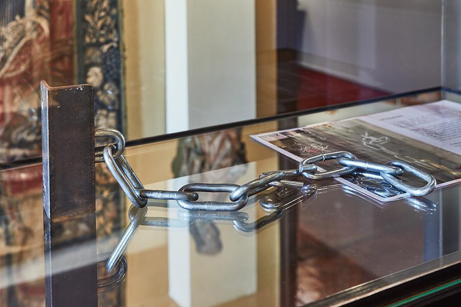 Les chaînes / The Chains, 2019 © Noailles Debout. Photo ©Jeanchristophe Lett /Manifesta