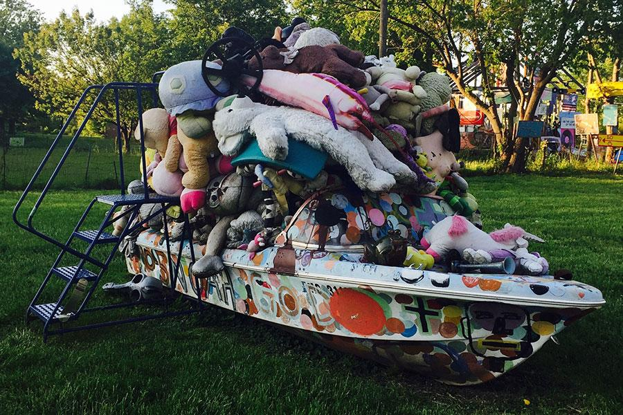 Tyree Guyton, Noah's Arc., 2001. Courtesy: the artist and the Heidelberg Project, Detroit