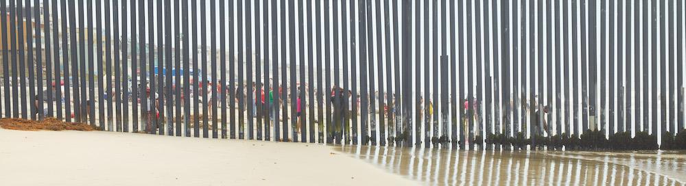 Richard Misrach, Playas de Tijuana #1. Pace gallery