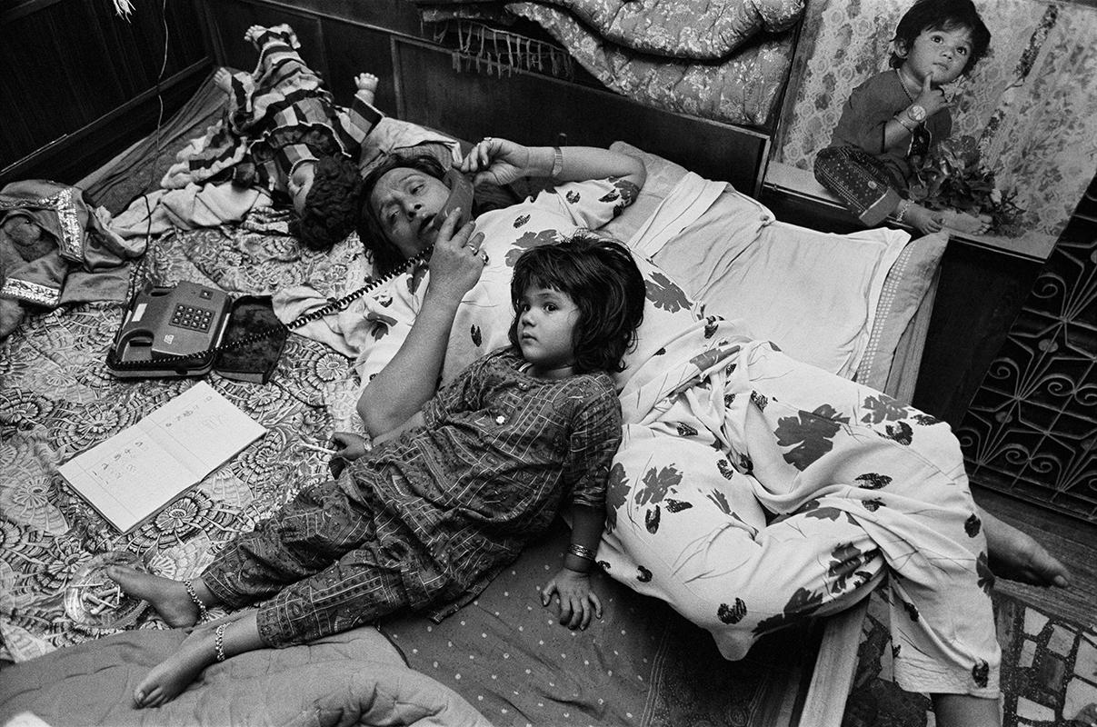 Dayanita Singh, We lie around like a normal mother and daughter, 1992. Courtesy: the artist