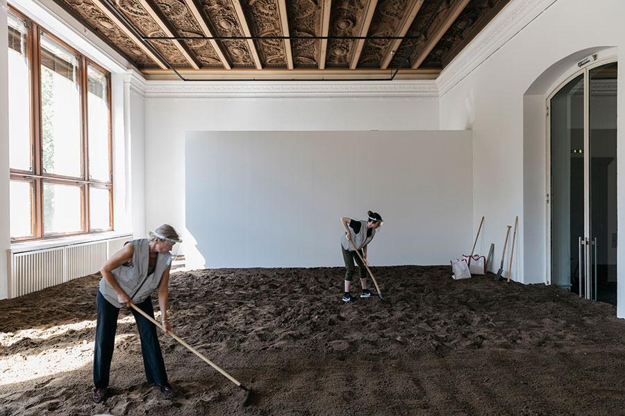 Asad Raza, Absorption, 2019/20. Courtesy: the artist and Gropius Bau, Berlin; photograph: Ray Stonada