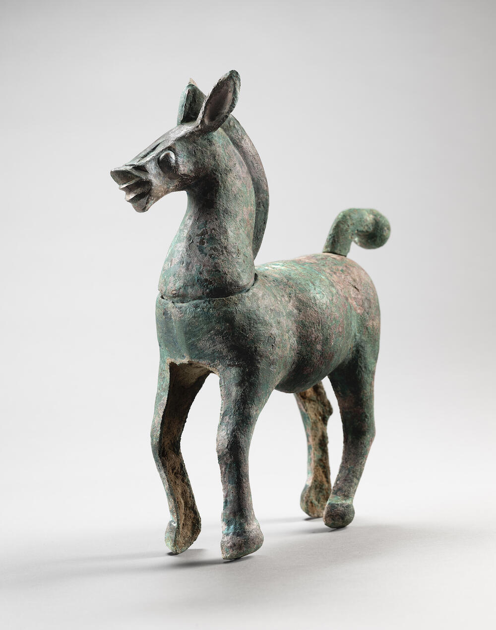 Bronze horse       China   Sichuan Province   Han dynasty (206 BC – AD 220)   Ht. 31,4 cm ((12 ¼. In.)   L. 27,7 cm. (10 7/8 in.)   Microanalysis, TL test       Credit line:   Photo Studio R. Asselberghs – Frédéric Dehaen
