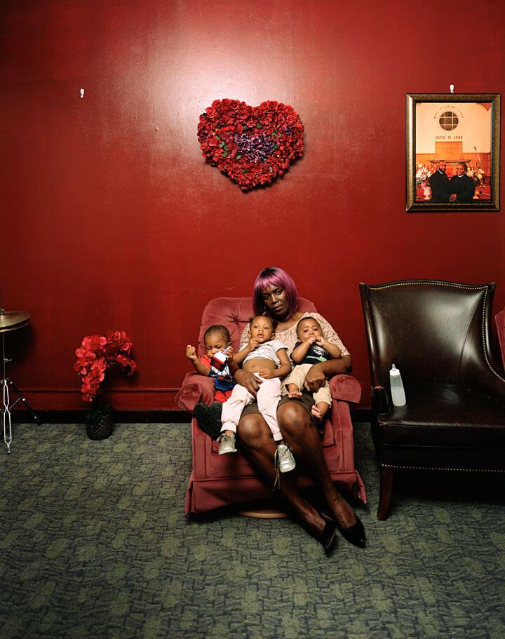 Deana Lawson, Young Grandmother, 2019 © Deana Lawson, courtesy of Sikkema Jenkins & Co., New York; David Kordansky Gallery, Los Angeles