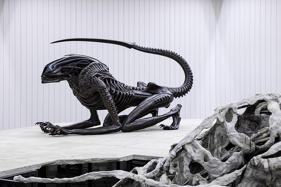 h-r-giger-necroconom-alien.jpg