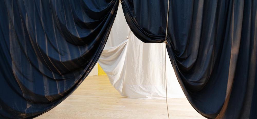 Installation view of Ulla von Brandenburg's Le Milieu est bleu, Palais de Tokyo, 21.02 – 03.01.2021. Photo : Aurélien Mole