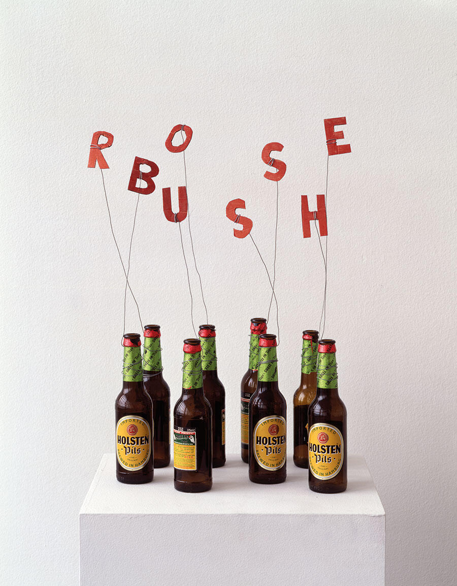 Sarah Lucas, Rose Bush, 1993, beer bottles, wire and painted cardboard, 56×43×23cm. Courtesy: © Sarah Lucas and SadieColes HQ, London